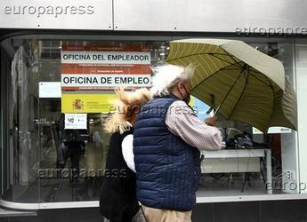 Los desempleados que hayan agotado prestaciones podrán solicitar el nuevo subsidio de 430 euros mensuales