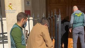 Dos detenidos en Cuenca por robar a personas que sacaban dinero del banco e intentar atropellar a policías