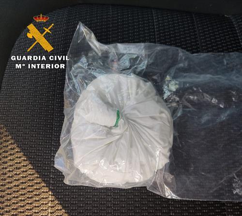 Detenidas dos personas en Hellín por llevar 100 gramos de cocaína ocultos en un bolso de mano