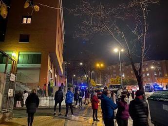 Un incendio en un vehículo ha obligado a desalojar todo un bloque de viviendas en pleno centro de Toledo