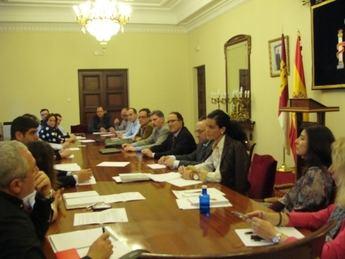 Pozuelo preside la Comisión Provincial de flujos migratorios en campañas de agrícolas