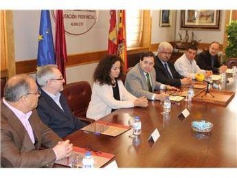 La Diputación firma convenios con cinco asociaciones sociosanitarias de la provincia de Albacete