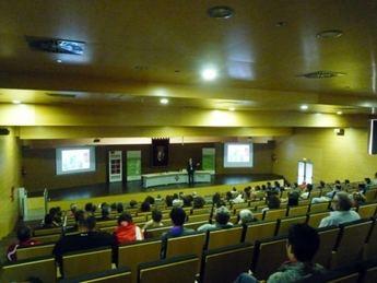 Una conferencia en la UCLM aborda la importancia del cuidado de los pies en la práctica deportiva