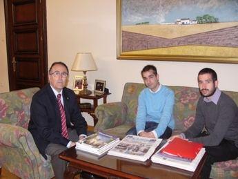 El subdelegado del Gobierno en Albacete, Federico Pozuelo, recibe al presidente de METASPORT Castilla-La Mancha
