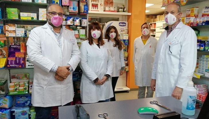 Las farmacias Albacete se tiñen de rosa para sensibilizar a la población en el Día Mundial del Cáncer de Mama