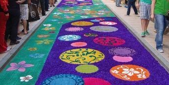 Las alfombras de serrín de Elche de la Sierra (Albacete), declaradas de Interés Turístico Nacional