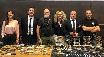 Diputación y Ayuntamiento, al frente de la expedición de Albacete que presentó en Francia el III Encuentro Mundial de Capitales de Cuchillería