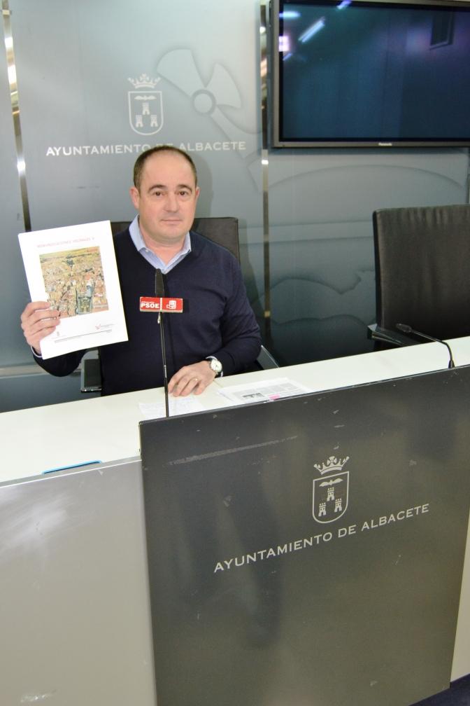 Críticas del concejal socialista Emilio Sáez a la gestión de la alcaldesa