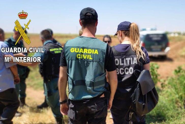 Intensa campaña de la Guardia Civil para inspeccionar la situación de los recolectores de ajo en Albacete