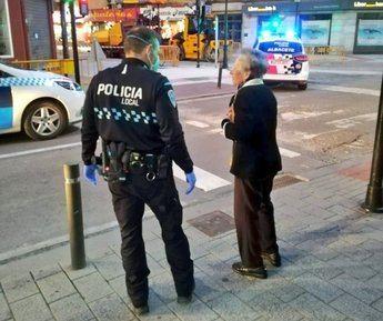 La Policía de Albacete lleva a una anciana con demencia a su casa tras saltarse el confinamiento