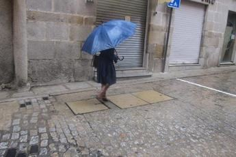 Herida grave una mujer en Almadén (Ciudad Real) tras golpearle la chapa de una fachada y 60 incidencias por viento en Toledo y Guadalajara