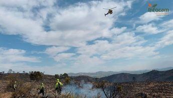 Más de 60 medios y casi 300 personas continúan en las labores de extinción del incendio de Liétor