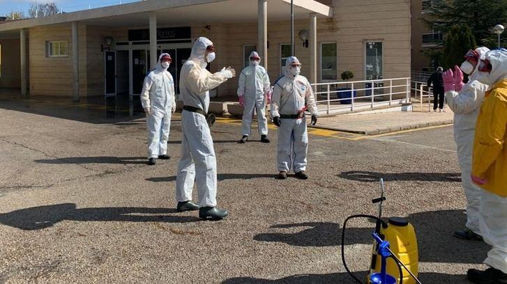 Trabajadores del Geacam limpian las residencias Los Alamos y Alcabala de Albacete y muchas más en la provincia