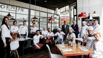 El restaurante Ginos abre sus puertas en Albacete, en Imaginalia, con gran expectación