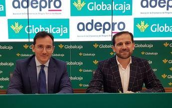 Globalcaja y los empresarios de Romica firman un convenio de colaboración