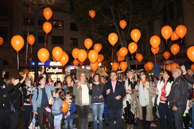 Globos naranjas en Albacete para hacer visitas a las personas con déficit de atención de APANDAH