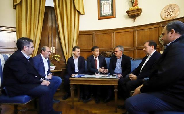 González Ramos anuncia en Hellín (Albacete) que el tren híbrido tendrá parada en esta localidad en 2019