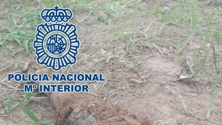 La Policía Nacional explosiona una granada de la guerra civil encontrada en el Canal de María Cristina, en Albacete