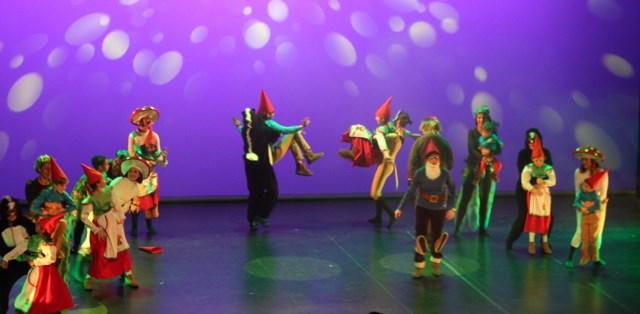 Los Guachis del Hospital de Albacete estrenan el musical 'Canal Guachi' y vuelven a enamorar
