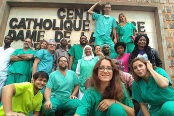 Una microbióloga del Hospital de Guadalajara participa en una expedición traumatológica para atender a población en Camerún