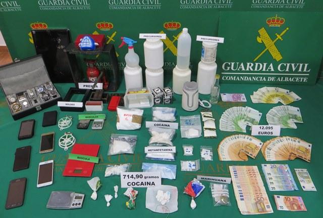 La Guardia Civil detiene a 8 personas en La Roda y Minaya y desmantela un laboratorio de adulteración de cocaína