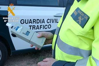 La Guardia Civil de Albacete 'caza' a un camionero que circulaba haciendo zig-zag y quintuplicaba la tasa de alcohol permitida