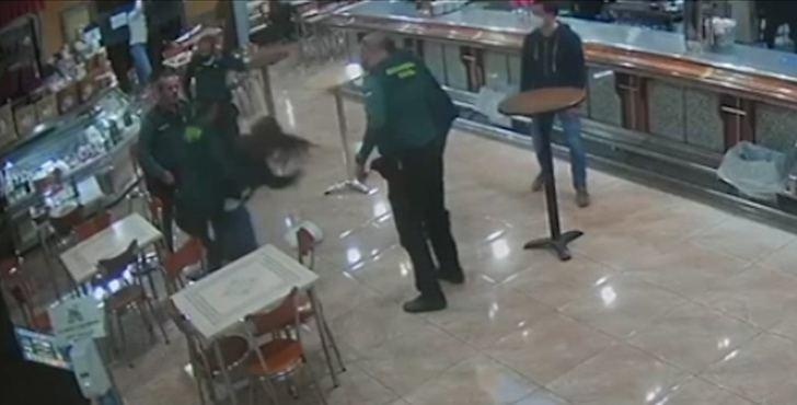 La Guardia Civil de Albacete salva la vida a una mujer de 49 años que se atrangató mientras comía un bocadillo