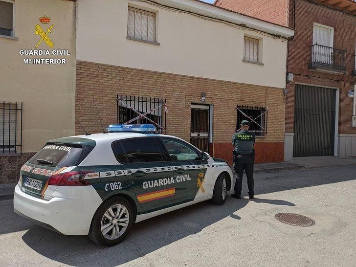 La Guardia Civil rescata a un hombre de 76 años del incendio de su vivienda en Carmena (Toledo)