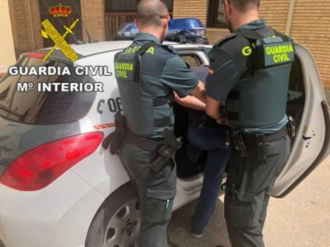 Detenidos dos vecinos de Almansa, de 34 y 43 años, por robar en el garaje comunitario de un edificio