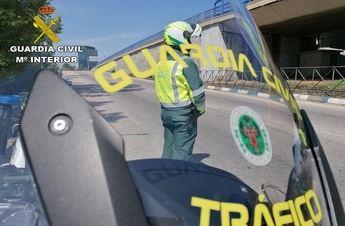 La Guardia Civil de Guadalajara investiga al conductor de un camión que conducía con documentación falsificada