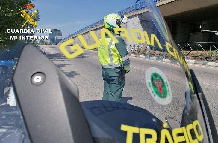 Investigan al conductor de un turismo que provocó un siniestro e hirió grave a otro en Cuenca