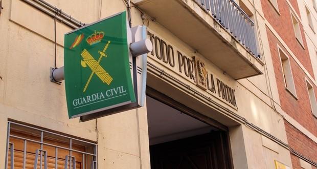 La Guardia Civil auxilia a un octogenaria que se había desorientado cuando conducía un vehículo sin destino conocido