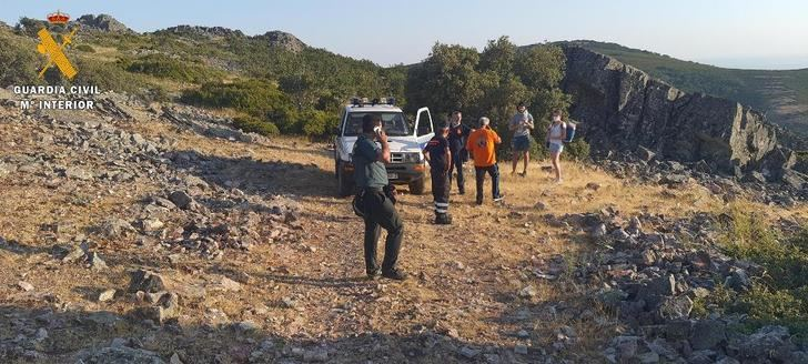 La Guardia Civil auxilia a dos senderistas sin agua en el Rocigalgo (Toledo) con síntomas de deshidratación y agotamiento