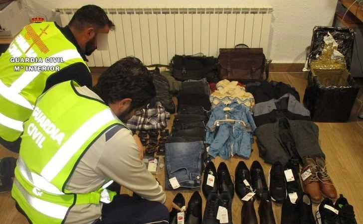 La Guardia Civil de Albacete detiene a dos personas recepcionar ropa y calzado robado en cadenas comerciales