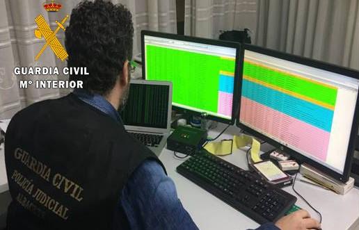 La Guardia Civil de Villarrobledo (Albacete) detiene a tres personas por 125 delitos de blanqueo, estafa y falsificación de documentos