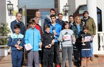 Guillermo García López entregó los premios del Torneo a beneficio de Afanion, en el Club de Tenis Albacete