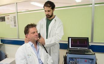 Guillermo García, fisioterapeuta del Hospital de Paraplejicos de Toledo, premiado por una ponencia para medir el dolor en una lesión medular