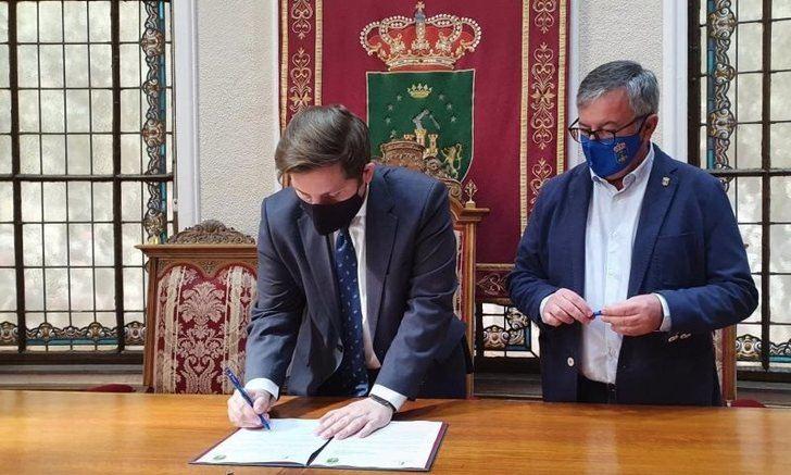 Junta y Ayuntamiento de Hellín solicitan al Ministerio que no se suspenda la línea de tren Chinchilla-Cartagena
