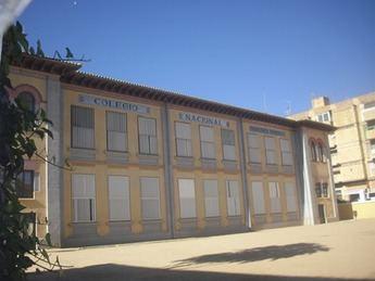El colegio Martínez Parras de Hellín reparte bolsas de comidas a los escolares becados