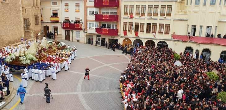 El 'Encuentro' en Hellín tuvo lugar en la Plaza de la Iglesia, debido a la lluvia
