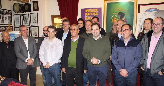 Núñez (PP) felicita a los tamborileros de Hellín (Albacete) tras la declaración como Patrimonio de la Humanidad