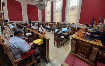 Dura sesión plenaria en tiempo y descalificaciones en el Ayuntamiento de Hellín