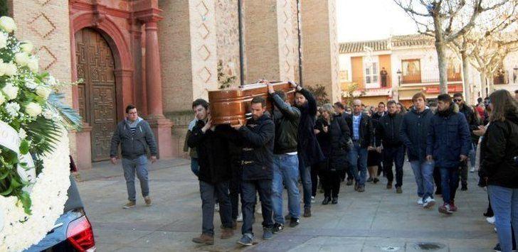 Mucho dolor en el entierro del joven Gonzalo, asesinado de una paliza en Herencia.