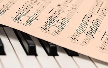 Karaokemedia lanza un concurso para poner letra al Himno de España
