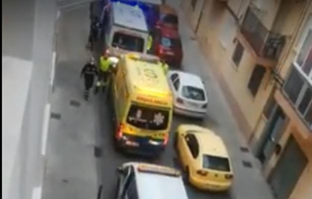 Homenaje del personal de ambulancias de Albacete a un niño en su séptimo cumpleaños