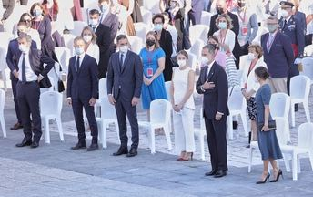 Emocionado tributo a los sanitarios fallecidos en el homenaje de Estado a todas las víctimas