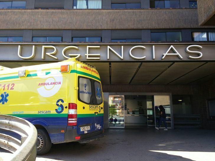 Un trabajador es trasladado al Hospital de Albacete tras precipitarse desde un camión en Villamalea
