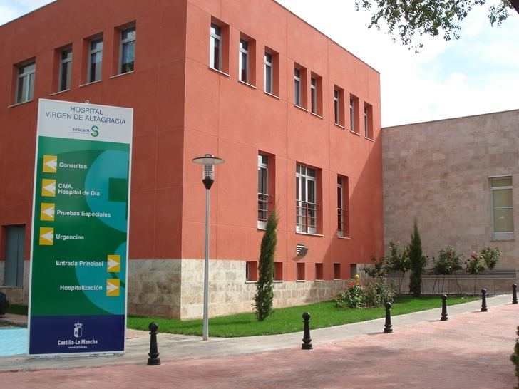 Trasladada al hospital la alumna de un instituto de Ciudad Real que se arrojó por la ventaja de centro educativo