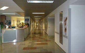 Trasladado al hospital un motorista que chocó con un coche en Socuéllamos (Ciudad Real)