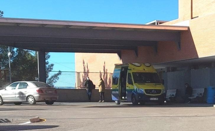Dos jóvenes militares son trasladados leves al Hospital de Hellín tras volcar el camión que conducían